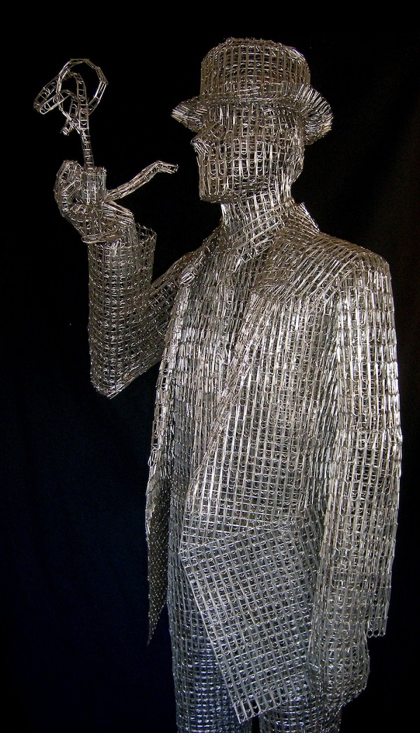 Artist Creates Intricate Sculptures Using Paperclips