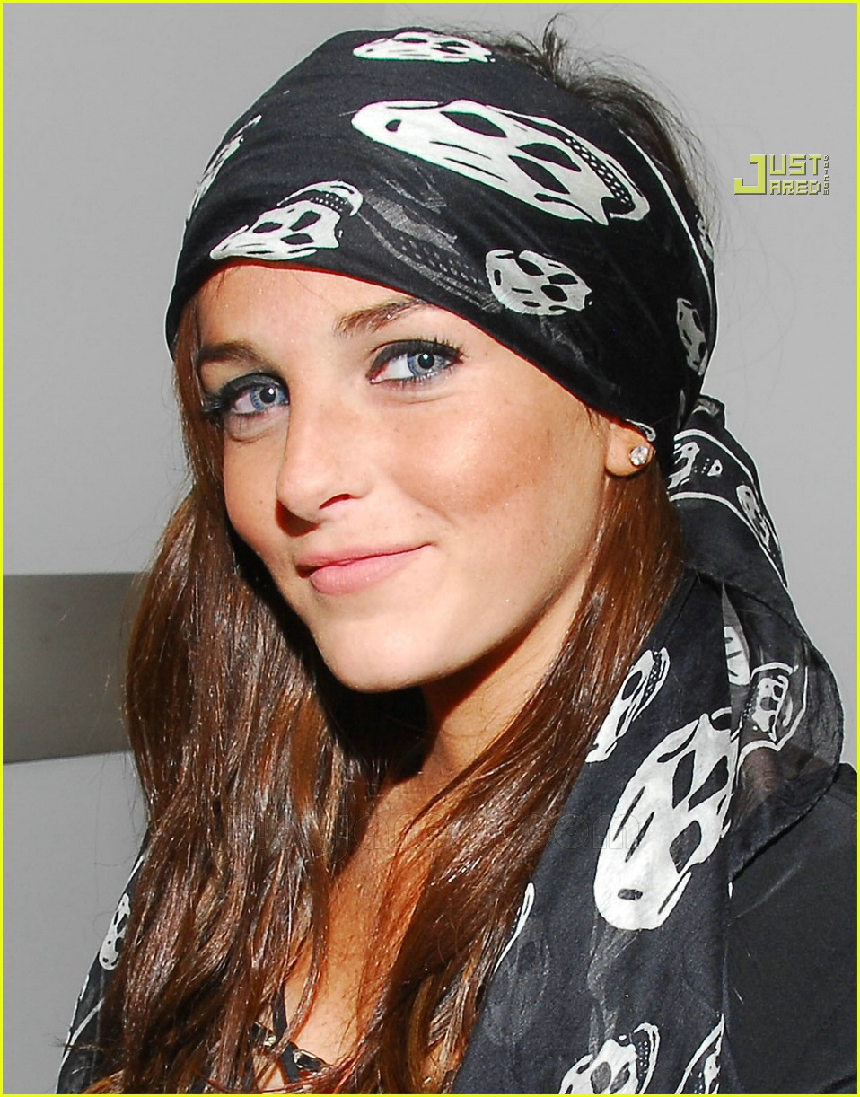Lindsay Lohanu0027s Black Friday Shopping