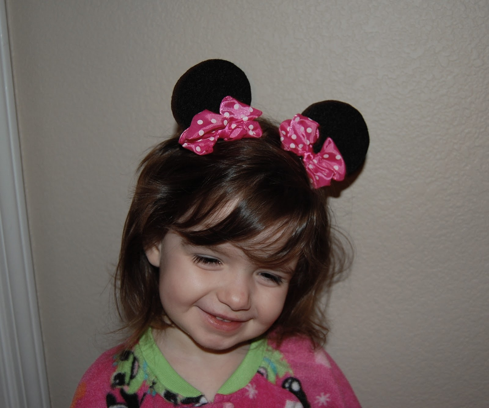 Of course we are not going with out making some fun hair bows and accessories. Take a look at these adorable Minnie Mouse ear hair clips that I made.