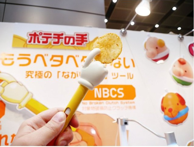 Potato Chips Dexterous Hand Japan New Cr-Potato chips dexterous hand Japan New creative Magic hands lovely snack clip Protect the nail oil-17